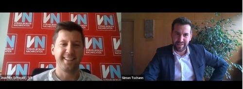Der Bludenzer Bürgermeister Simon Tschann im Interview mit VN-Redakteur Joachim Schwald.VN/JS
