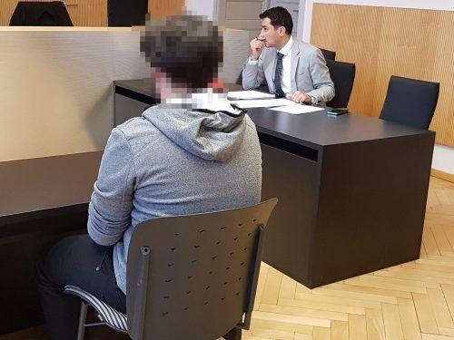 Der junge Angeklagte wurde nach seiner Verurteilung aus der U-Haft entlassen, muss jedoch noch eine Geldstrafe abstottern. ECKERT