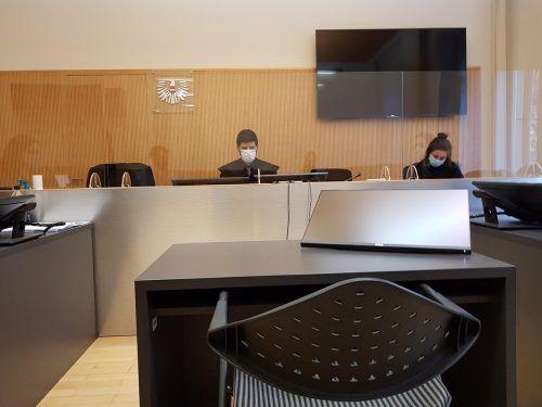 Der Stuhl für die Angeklagte im Gerichtssaal blieb diesmal leer. ECKERT