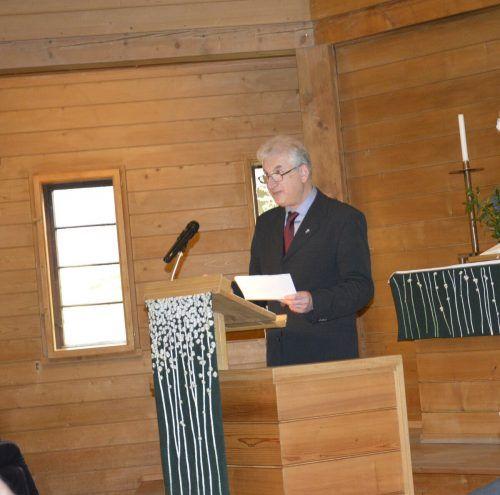 Der Superintendent der evangelischen Kirche, Thomas Hennefeld, sprach zu den Gästen.eh (3)
