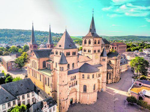 Der Trierer Dom steht für 1700 Jahre Bau-, Kunst- und Glaubensgeschichte und ist eine bedeutende Wallfahrtsstätte. shutterstock