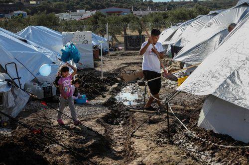 Der Winter naht auch in den Zeltstädten auf den griechischen Inseln. AFP
