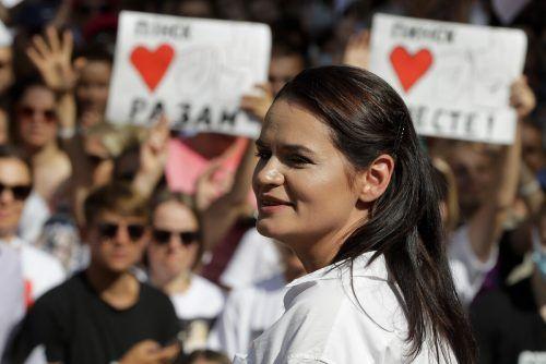 Die Auszeichnung richtet sich unter anderem an Aktivistin Tichanowskaja. AP