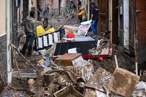 Die Bewohner von Garessio im Piemont haben am Sonntag mit den Aufräumarbeiten begonnen. AFP