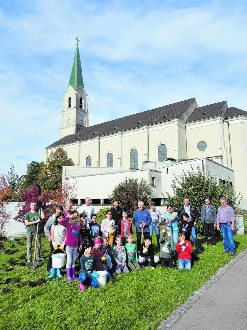 """Die """"Blumenzwiebelgruppe"""" sorgt für Vorfreude im Hatlerdorf. Foto: cth"""