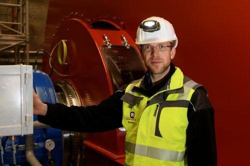 Die Generatoren kann man nicht nur vom Schreibtisch aus in Schuss halten: Alexander Kriegel ist auch viel in den Kraftwerken der illwerke vkw.
