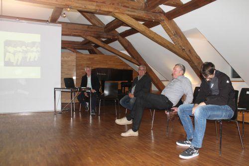 Die historische Bilderschau sorgte im Douglassaal der Villa Falkenhorst für angeregten Gedankenaustausch.SES