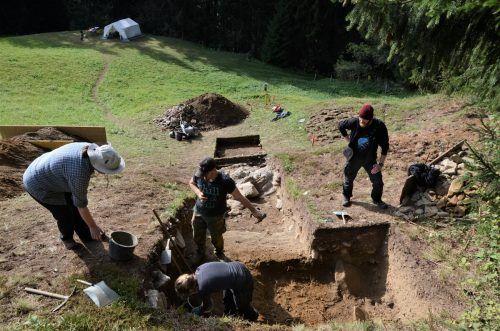 Die jüngsten Ausgrabungen brachten unter anderem eine Scherbe aus der römischen Zeit und somit aus der Zeit um Christi Geburt hervor.goethe universität