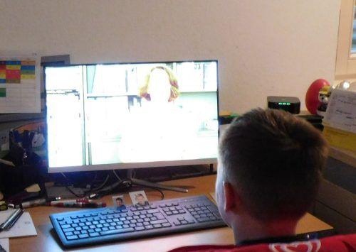 Die Kinderuni findet heuer nicht in Hörsälen statt, sondern über das Internet zuhause am Computer.mima