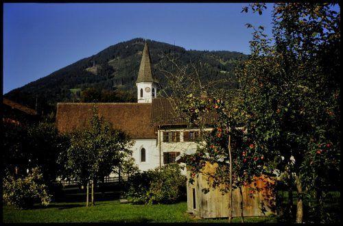 Die Kirche im Stil der Spätgotik ist dem hl. Magnus geweiht.