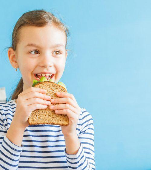 Die meisten Eltern achten auf eine gesunde Jause in der Schule.Shutterstock