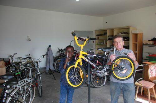 Kurt Bell repariert seit vielen Jahren ehrenamtlich gespendete Fahrräder, damit sie Bedürftigen zur Verfügung gestellt werden.Regio