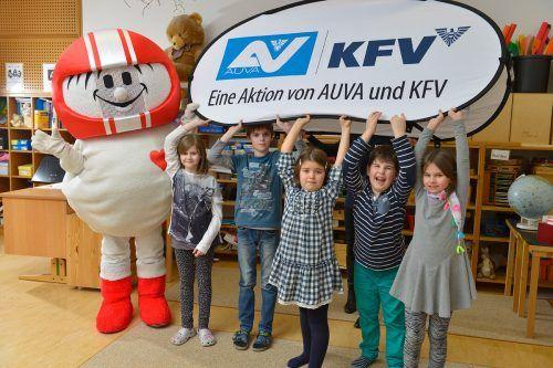 Die Schüler der Volksschule Innerbraz und Bartholomäberg lernten von Sicherheitsexperte Hemli viel zum Thema Verkehrssicherheit.Kuratorium für Verkehrssicherheit