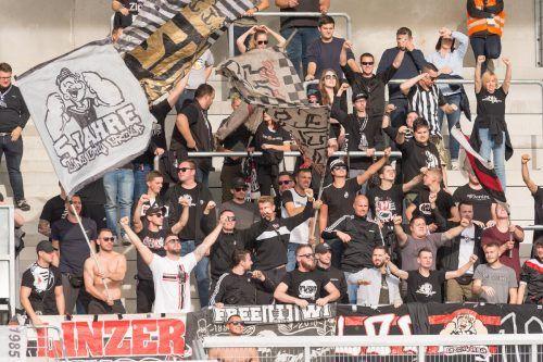 Die Sportvereine im Ländle hoffen auf die Rückkehr der Fans, wie hier in Altach.gepa
