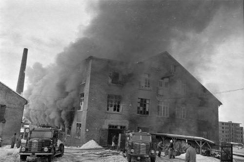 Die starken Massivdecken verhinderten ein Übergreifen des Feuers auf den oberen Stock sowie das Erd- bzw. Kellergeschoss, wo hochentzündliche Nitrolacke lagerten.