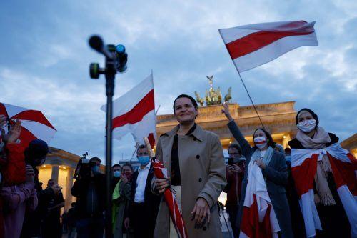 Die weißrussische OppositionelleSwetlana Tichanowskaja wird von Unterstützern in der deutschen Hauptstadt Berlin begrüßt. AFP