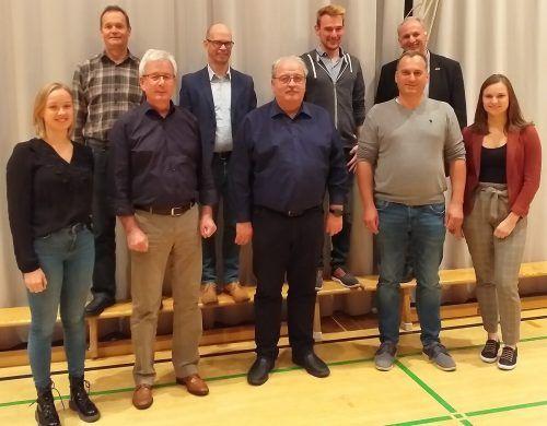 Die (wieder-)gewählte Führungsriege des Blasmusikbezirks Feldkirch mitsamt scheidendem und neuem Bezirkskapellmeister-Stellvertreter.Vlbg. BLasmusikverband