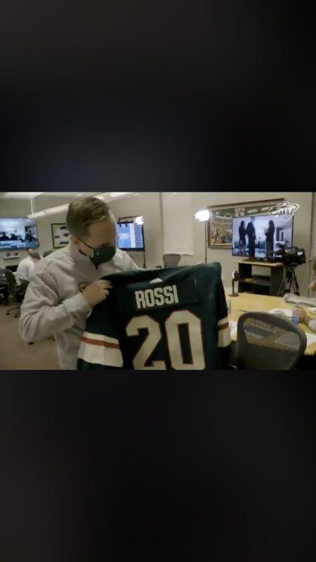 Die Wild waren auf Rossi vorbereitet, präsentieren im Draft-Room sein Dress. ko