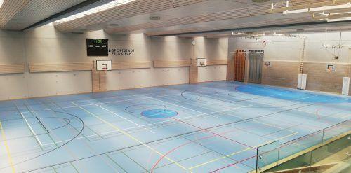 Auf dem neuen Hallenboden sportelt es sich seit Herbst besser. Immer vorausgesetzt, die Schulen und Vereine dürfen trainieren.