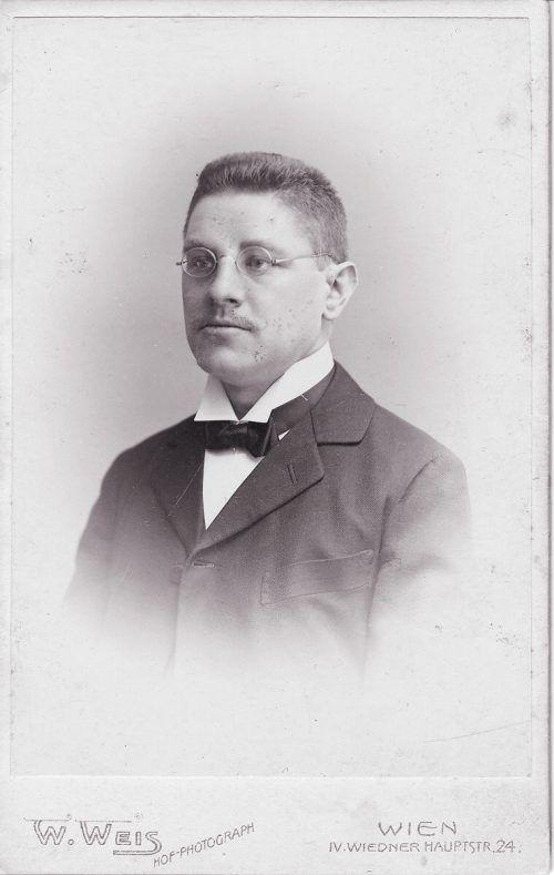 Dr. Luzius Hanni um 1910 in Wien.