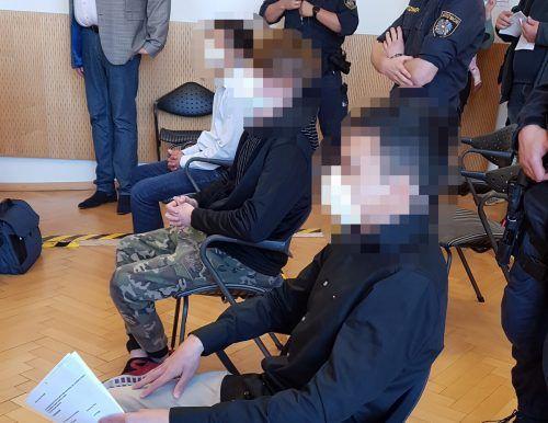 Drei der insgesamt vier Angeklagten wurden zu unbedingten Haftstrafen in der Dauer von mehreren Monaten verurteilt. ECKERT