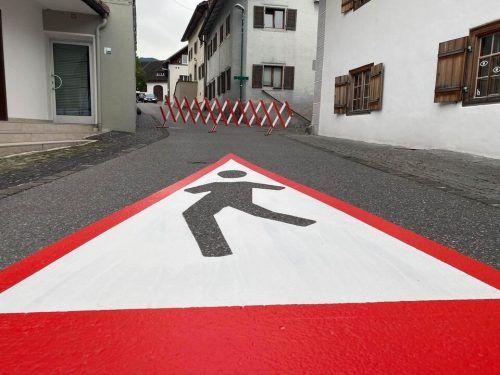 Ein frischer Anstrich sorgt für mehr Sicherheit auf Thüringens Straßen. Gemeinde
