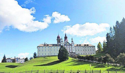 """Ein imposantes Bauwerk und beliebtes Ausflugsziel ist der """"Dom in den Dolomiten""""."""