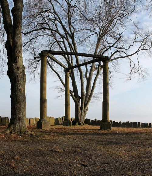 Ein sogenannter dreischläfriger Galgen wie dieser in der hessischen Stadt Beerfelden stand einst auch im Norden von Lustenau.Stadt Beerfelden