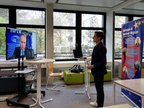 EU-Parlaments-Vizepräsident Othmar Karas referierte online und stand auch für Diskussionen mit den Schülerinnen und Schülern zur Verfügung.GYS