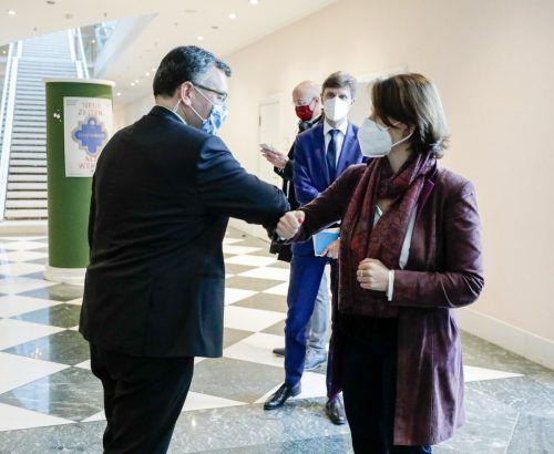 Europaministerin Karoline Edtstadler traf den bayerischen Staatskanzleichef Florian Herrmann in München. APA/BKA