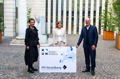 FHV-Rektorin Tanja Eiselen, Landesstatthalterin Barbara Schöbi-Fink, FHV-Geschäftsführer Stefan Fitz-Rankl (v. l.).VLK/Alexandra Serra