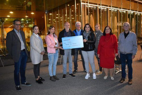 Spendenübergabe vor der Kulturbühne AmBach.Sportgemeinschaft Götzis