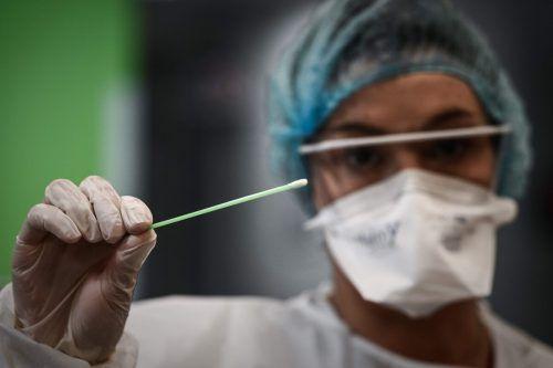 Hausärzte können Antigentests einsetzen, wenn die Patienten bereits Symptome zeigen. Eine Terminvereinbarung ist Voraussetzung.AFP