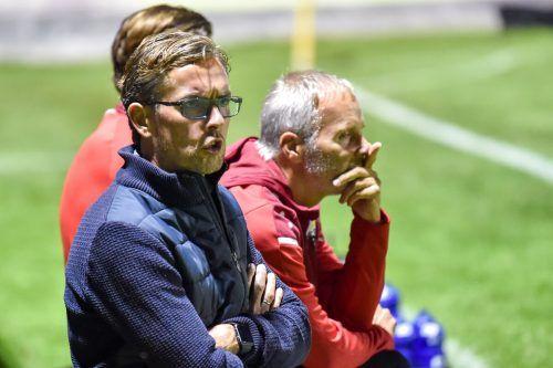 Im Cup gegen Seekirchen rückt Martin Bernhard (links) in die erste Reihe. Altachs Co-Trainer vertritt seinen Chef Alex Pastoor (rechts) im Cup gegen Seekirchen.gepa