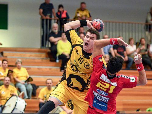Im letzten Ligaduell Anfang Dezember in Krems erkämpften sich Marko Coric und die Bregenzer Handballer ein 27:27-Remis. GEPA