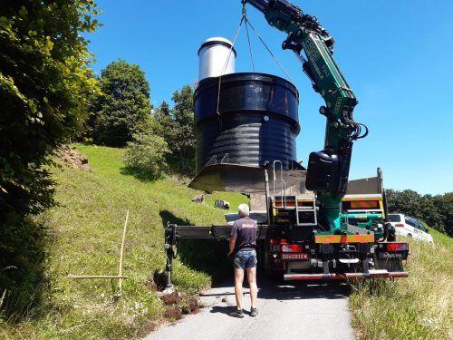 Im Zuge der baulichen Maßnahmen kam auf den kleinen Gemeindestraßen und -wegen auch schweres Gerät zum Einsatz.
