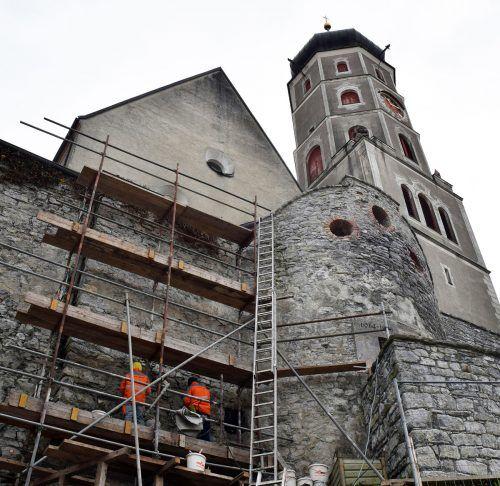 Im Zuge der vierten Sanierungsetappe des Kriegerdenkmals in Bludenz wurden heuer die Fugen mit Spezialmörtel ausgebessert.