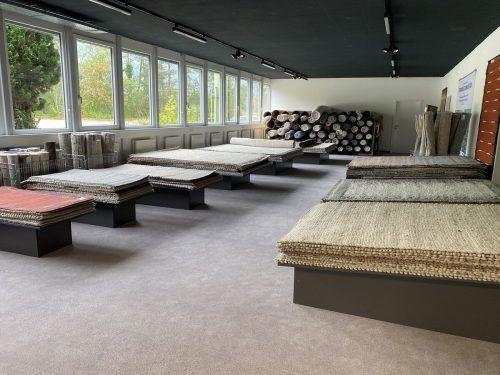 In den neuen Räumlichkeiten des Tisca-Lädeles gibt es neben dem bewährten Angebot an Schurwollteppichen auch Garne und mehr zu erwerben.bi