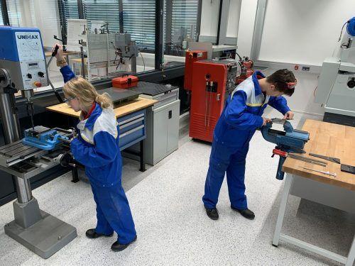 In der unlängst eröffneten Lehrwerkstätte der ÖBB in Bludenz absolvieren derzeit 108 Jugendliche aus dem ganzen Land ihre Ausbildung.ÖBB