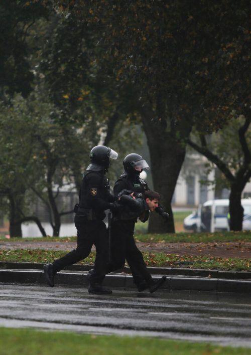 In Weißrussland wurden wieder Demonstranten abgeführt. Reuters