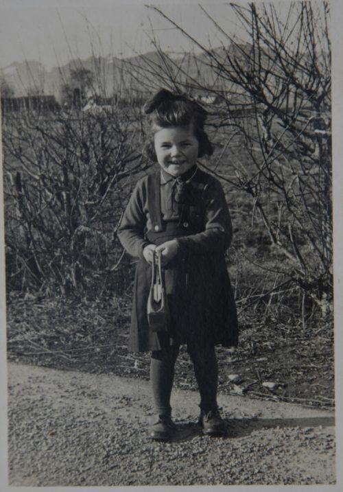 Irmgard war ein liebes und nettes Kind. Aber das Mädchen wurde ständig bedroht.