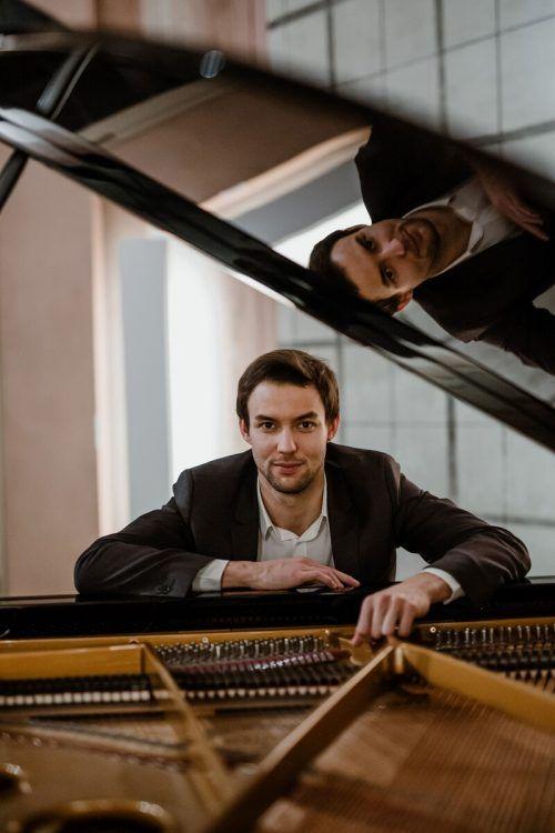 Konzertpianist Dean Erjavc gastiert heute Abend in der Villa Falkenhorst.veranstalter
