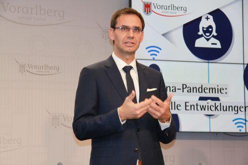 Landeshauptmann Markus Wallner schwört die Vorarlberger auf Verschärfungen ein. VOL.AT/Mayer