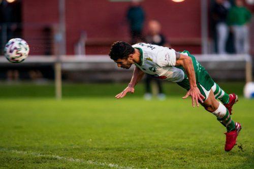 Lauterachs Stürmer Vinicius Gomes mit seinem wunderbaren Kopfballtreffer zum 2:1 gegen SW Bregenz.Stiplovsek