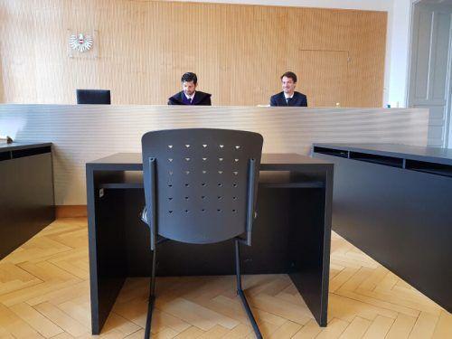 Leere Anklagestühle vor den Richtern waren heuer am Landesgericht Feldkirch keine Seltenheit. ECKERT