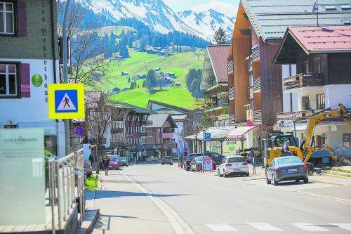 Leere Straßen im Kleinwalsertal - mit dem Ende der Reisewarnung steht einer Rückkehr der Urlauber nichts mehr im Weg.VN/Steurer