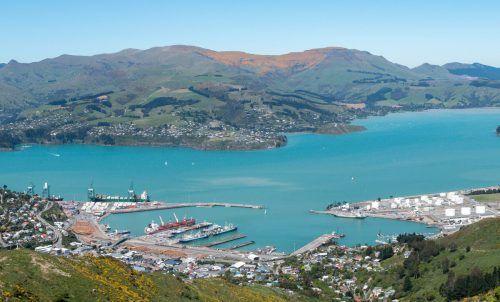 Lyttelton Harbour in Christchurch ist für Gebrüder Weiss eine ideale Logistikdrehscheibe auf der Südinsel Neuseelands.Fa/Volkov