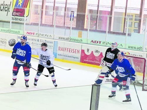 Marco Rossi (weißes Dress) kennt den Trainingsbetrieb in Zürich, war im Sommer mehrmals bei den Löwen zu Gast. ko