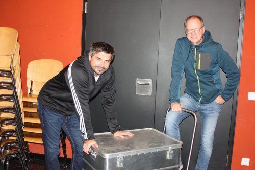 """Markus Lins und Manfred Kräutler krempeln für ihr neues Programm die Ärmel hoch. Am 4. November hat """"Zügla"""" Premiere.VN/Knobel"""