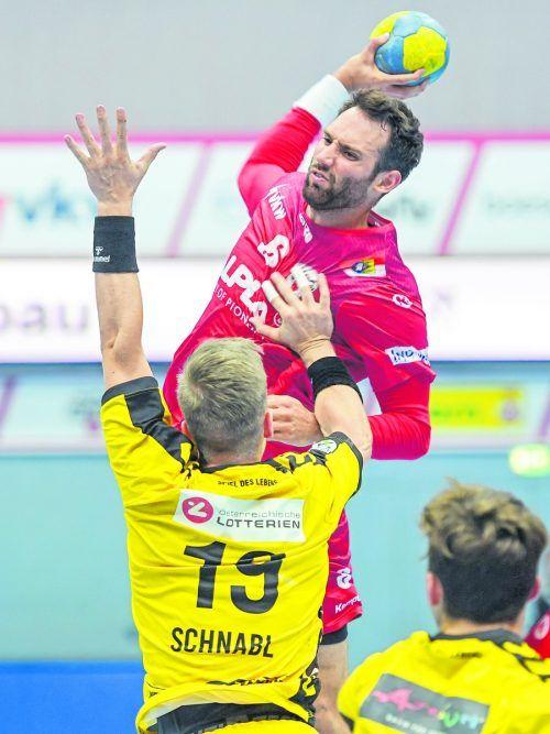 Mitte Februar war Hard-Kapitän Dominik Schmid letztmals in einem Bewerbsspiel in der Sporthalle am See im Einsatz. GEPA